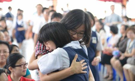老师,谢谢您! 孩子,老师也要谢谢你们,是你们让老师看见了自己身上的光!